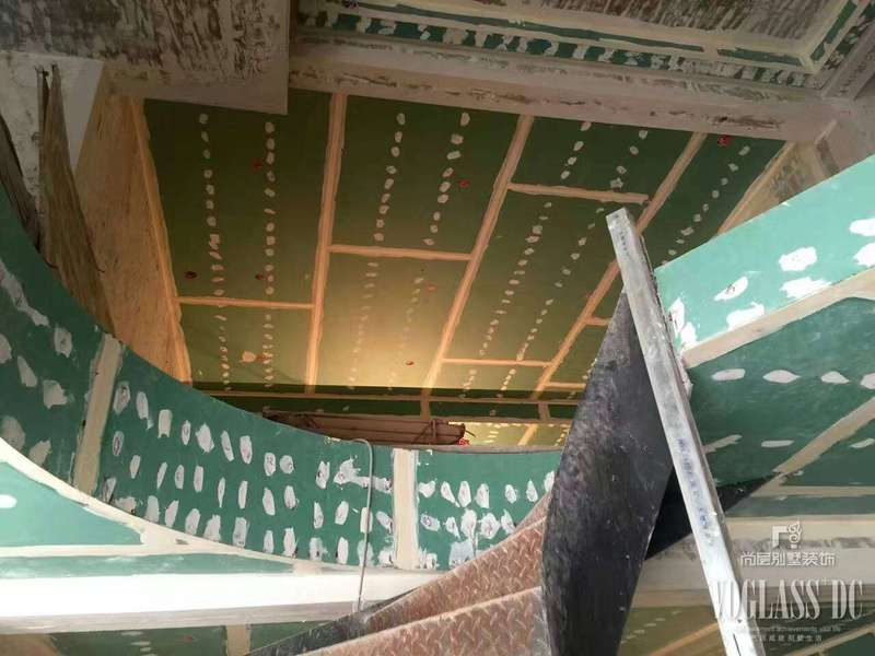 尚層裝飾融創凡爾賽聯排別墅裝修在施工地